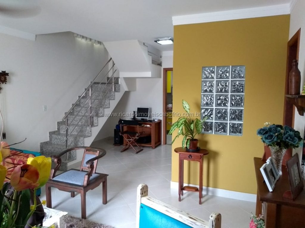 Casa Duplex Condomínio / Excelente Divisão Interna